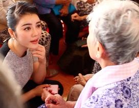 Lý Nhã Kỳ tổ chức mổ mắt cho 300 bệnh nhân đục thủy tinh thể