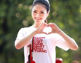 Hoa hậu Ngọc Anh rạng rỡ với áo in tranh cổ động