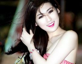Á hậu Tú Anh xinh đẹp như búp bê