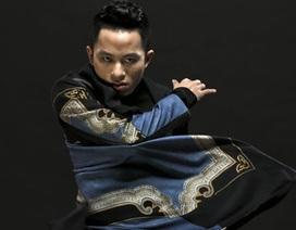 """Tùng Dương trình diễn """"Chiếc khăn Piêu"""" với dàn nhạc giao hưởng"""