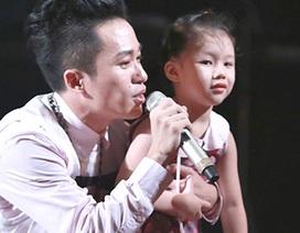 """Tùng Dương gây xúc động khi biểu diễn cùng cháu gái tác giả """"Nơi đảo xa"""""""