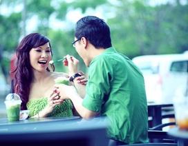 MC Anh Quân và Kavie Trần làm cặp đôi ngọt ngào trên phố ngày 8/3