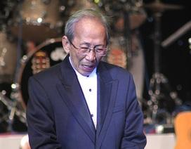 Nhạc sĩ Nguyễn Ánh 9 chuẩn bị cho đêm diễn như thể là lần cuối cùng