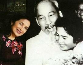 NSND Trà Giang và bức ảnh kỷ niệm với Bác Hồ