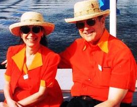Hai vợ chồng mặc đồ đôi suốt 35 năm