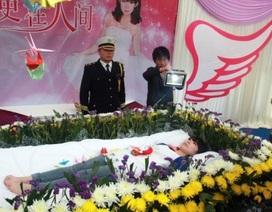 Tự tổ chức lễ tang cho chính mình để thử cảm giác chết