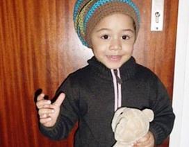 Bé 2 tuổi thoát chết khi rơi từ ban công tầng 4