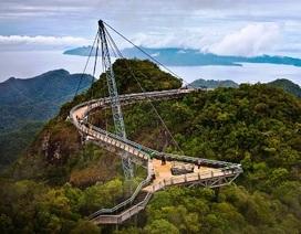 Ấn tượng với chiếc cầu treo giữa trời ở Malaysia