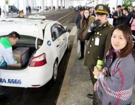 Thứ trưởng GTVT trực tiếp chấn chỉnh taxi tại T2 Nội Bài