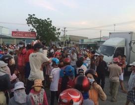 """QL1A """"tê liệt"""" suốt 10 tiếng vì dân chặn đường phản đối nhà máy nhiệt điện"""
