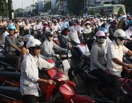 """Nỗ lực hạn chế xe máy: """"Ai chả muốn ngồi ô tô!"""""""