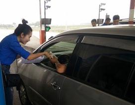Nắng nóng 40 độ C, tài xế đi trên cao tốc được tặng khăn lạnh