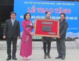 Đón nhận mộc bản khắc về cụ Phó bảng Nguyễn Sinh Sắc