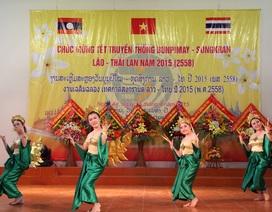 Đại học Vinh: Ấm cúng Tết cổ truyền cho các lưu học sinh Lào - Thái
