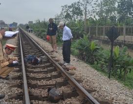 Vượt đường sắt, hai người bị tàu đâm thương vong