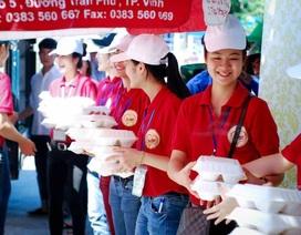 Hơn 6.000 suất cơm, 30.000 hộp sữa, chai nước uống dành cho thí sinh