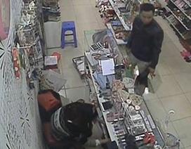Truy tìm tên trộm bị Camera ghi lại hình trong hiệu tạp hóa