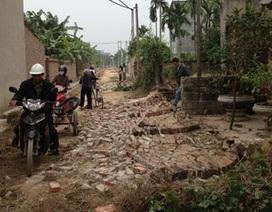 Giật đổ tường rào nhà dân vì... hiến ít đất làm đường?