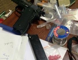 """Hà Nội: Mượn căn hộ chung cư, """"nữ quái"""" thủ súng, buôn ma túy"""