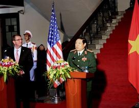 Bộ trưởng Quốc phòng: Việt Nam chỉ kè đảo để tránh xói lở