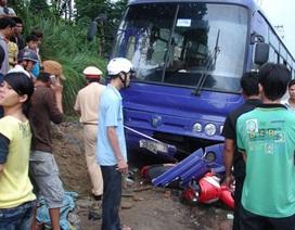 Bị xe khách kéo lê hàng chục mét, 2 phụ nữ thương vong