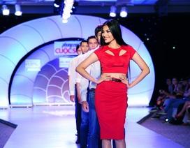 Ứng viên Hoa hậu Hoàn Vũ Trương Thị May tỏa sáng trên sàn catwalk