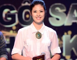 Hoa hậu Ngọc Hân năng động cùng quần jean áo sơ-mi