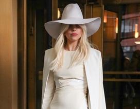 Lady Gaga gây bất ngờ với thời trang thanh lịch