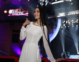 """Trương Thị May xinh tươi trong áo dài trắng trước """"giờ G"""""""