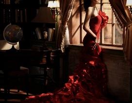 Hoa hậu Mai Phương Thúy quyến rũ bên khung cửa
