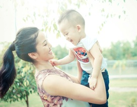 """Ngắm con trai đáng yêu của Phan Thị Lý và """"ông xã"""" hơn 17 tuổi"""