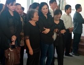 """NSND Trà Giang cùng đồng nghiệp và gia đình tiễn đưa tác giả """"Hòn đất"""""""
