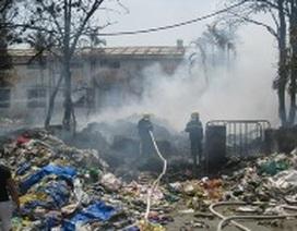 Nhà máy tái chế nhựa cháy lớn sau tiếng nổ