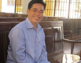 Nhận 20 năm tù tội giết người, cười tươi tại tòa
