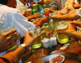 Uống rượu bia buổi trưa, 22 cán bộ bị kiểm điểm