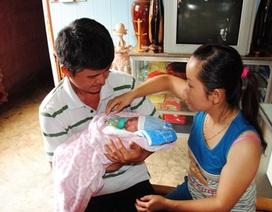 Bé sơ sinh bị bỏ rơi bên cạnh thư tay của mẹ