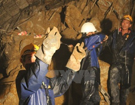 Thông thêm đường ống 60mm, hút nước trong khoang hầm sập