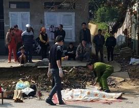 Người đàn ông nằm chết trên phố cạnh xe máy