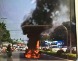 Xe dẫn đoàn đua cháy nổ, 1 người bị thương