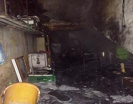 Hà Nội: Bà bầu kêu cứu trong đám cháy ở khu tập thể