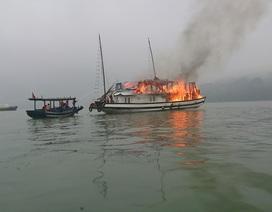 Tàu du lịch bốc cháy trên Vịnh Hạ Long, 16 du khách thoát nạn