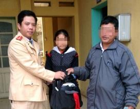 Hà Nội: Đi tìm mẹ, bé gái lạc trên đường cao tốc