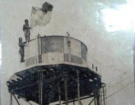 Người cắm cờ giải phóng làm hoa tiêu cho đoàn quân tiến vào Sài Gòn