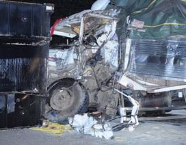 Thùng xe container văng xuống đường, hai người tử vong