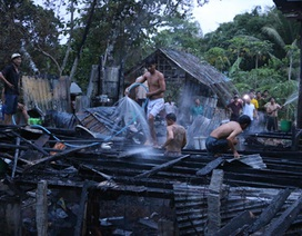 Hỏa hoạn thiêu rụi 3 căn nhà