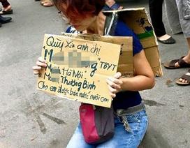 Hà Nội: Người phụ nữ rạch tay, quỳ gối xin bán nước nuôi con