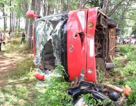Xe khách lật úp vì tông xe máy, 1 người thiệt mạng