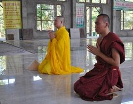 Hai nhà sư hôn môi Đàm Vĩnh Hưng bị biệt chúng 3 tháng