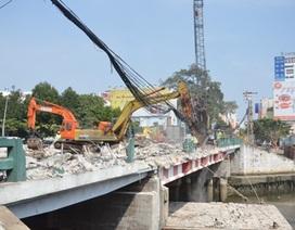 TPHCM chính thức tháo dỡ cầu Bông