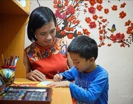 Cha mẹ tự hào vì con vẽ vé Tết giúp người khó khăn đoàn viên